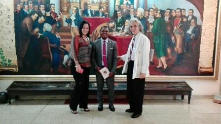 Visita del Embajador Carmelo Michá Nguema Misí al Museo del Salón de la Patria