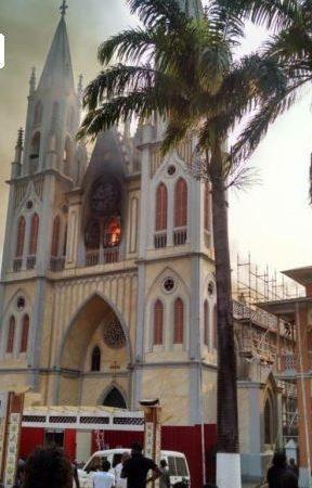 La Iglesia Catedral de Malabo afectada por un incendio