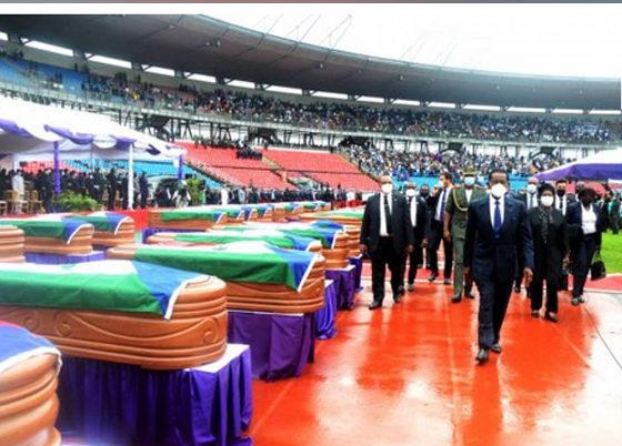 La pareja presidencial preside el acto por los fallecidos en la explosión de Nkoantoma